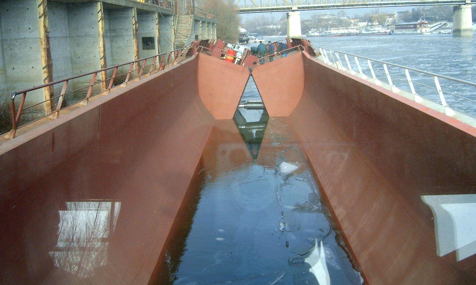 Split hopper barge 600m3_selfprop_nyitás